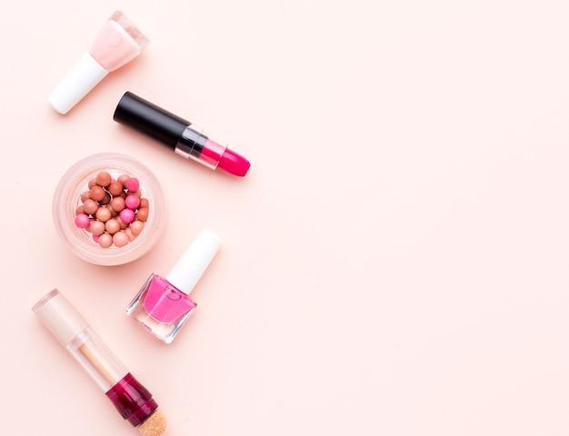 Bovenaanzicht make-up accessoires met kopie ruimte Gratis Foto