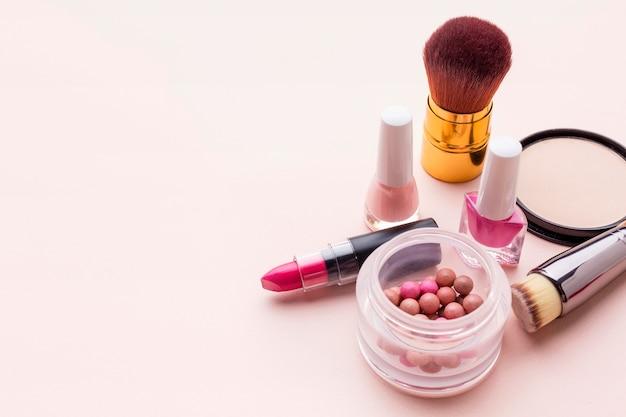 Bovenaanzicht make-up accessoires met kopie ruimte Premium Foto
