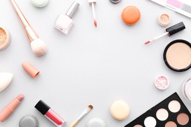 Bovenaanzicht make-up frame Gratis Foto