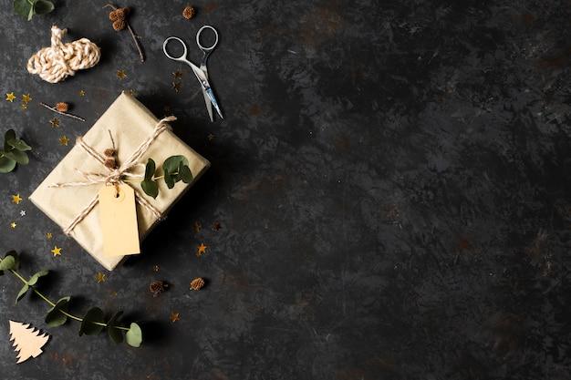 Bovenaanzicht mooi verpakt cadeau met kopie ruimte Gratis Foto