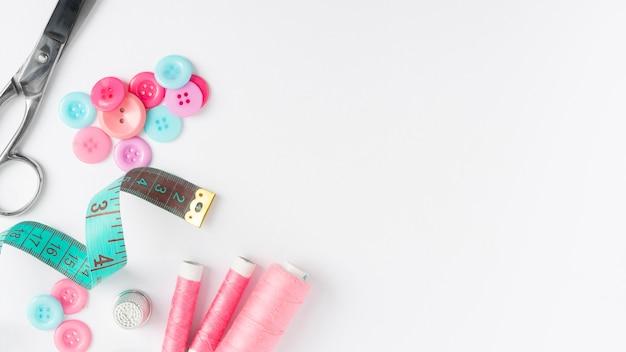 Bovenaanzicht naaien accessoires met kopie ruimte Premium Foto