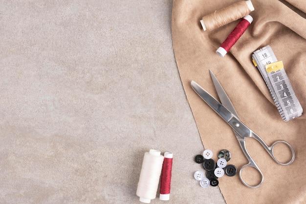 Bovenaanzicht naaien accessoires met kopie ruimte Gratis Foto