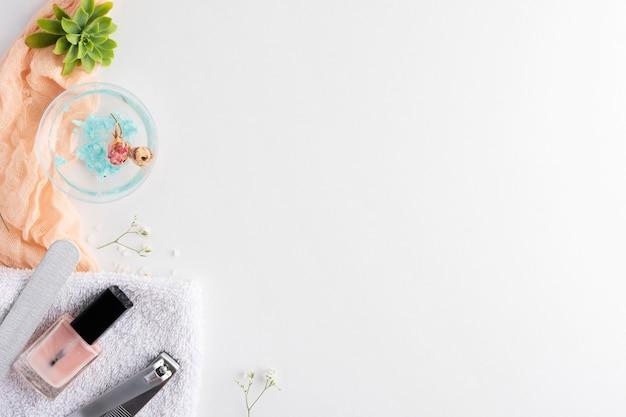 Bovenaanzicht nagelverzorgingselementen assortiment met kopie ruimte Premium Foto