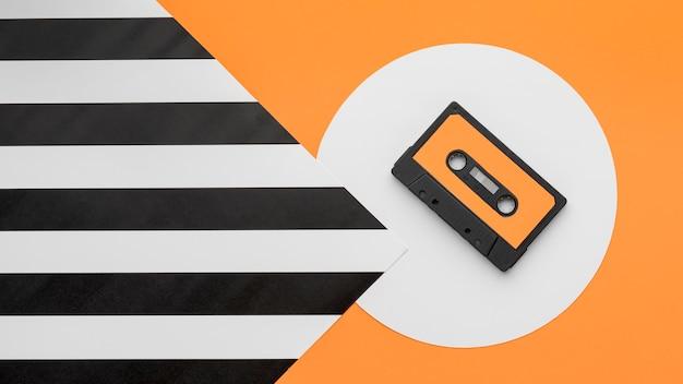 Bovenaanzicht oranje en zwarte cassetteband Gratis Foto