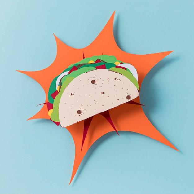 Bovenaanzicht papieren taco op blauwe achtergrond Gratis Foto