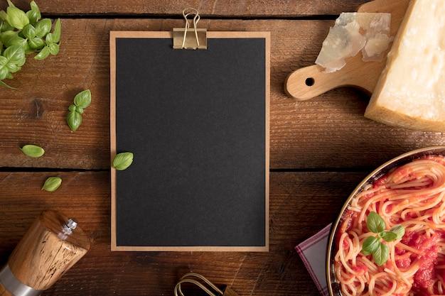Bovenaanzicht pasta met kopie ruimte Gratis Foto
