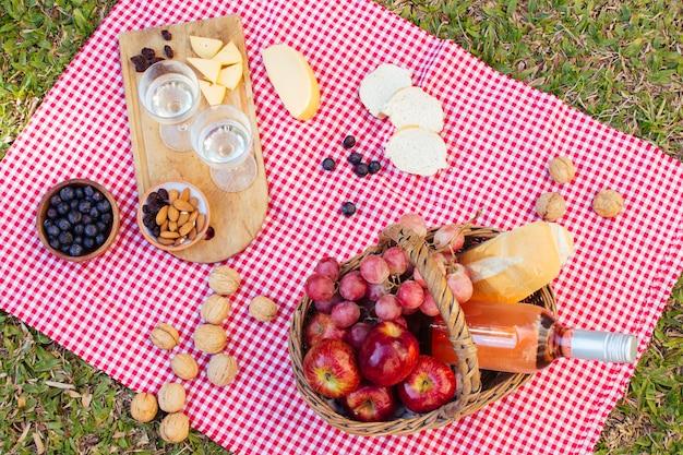Bovenaanzicht picknick arrangement Gratis Foto