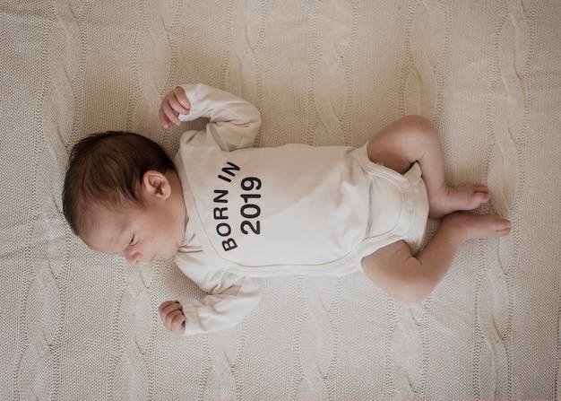 Bovenaanzicht portret van schattige baby Gratis Foto