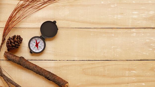 Bovenaanzicht reiziger kompas met kopie-ruimte Gratis Foto
