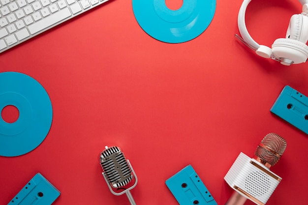 Bovenaanzicht rond frame met radio-items Gratis Foto