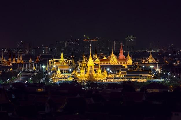 Bovenaanzicht scène van bouwplaats van de koninklijke brandstapel Premium Foto