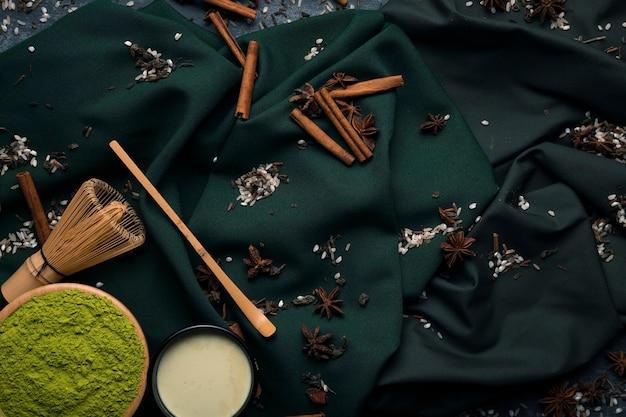 Bovenaanzicht set van trandiotional aziatische thee matcha Gratis Foto
