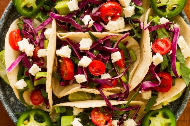 Bovenaanzicht smakelijke taco's arrangement Gratis Foto