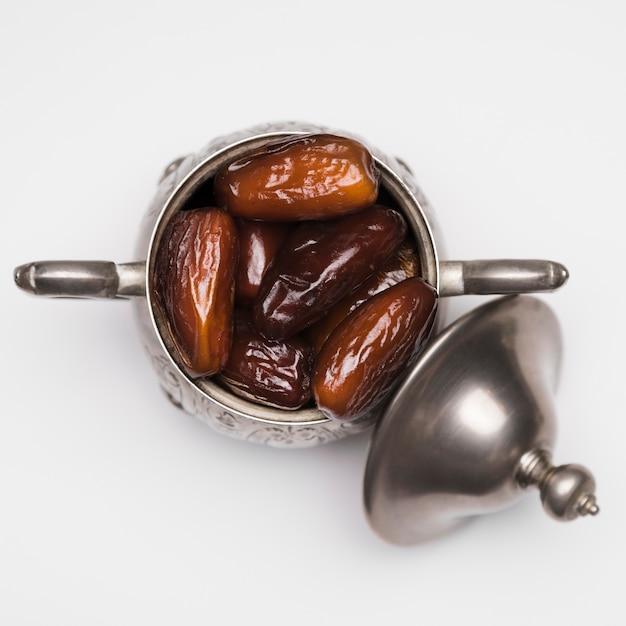 Bovenaanzicht snack voor ramadan dagviering Premium Foto