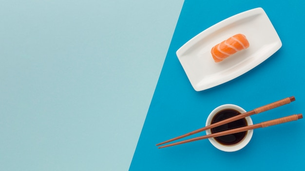 Bovenaanzicht sushi dag concept met kopie ruimte Gratis Foto