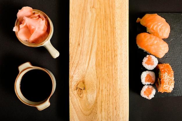 Bovenaanzicht sushi met kopie ruimte Gratis Foto