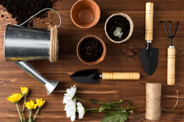 Bovenaanzicht tools voor tuinieren Gratis Foto