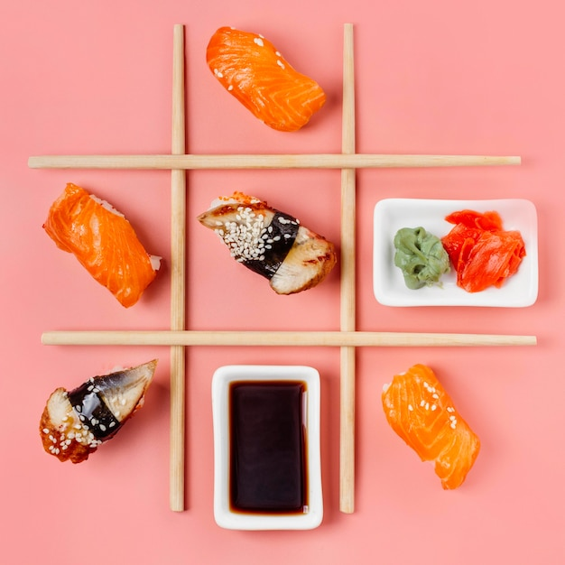 Bovenaanzicht traditionele japanse sushi arrangement Gratis Foto