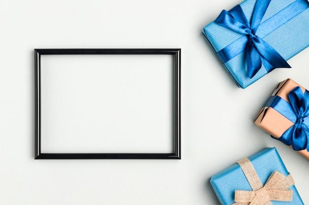 Bovenaanzicht vaderdag presenteert met frame Gratis Foto