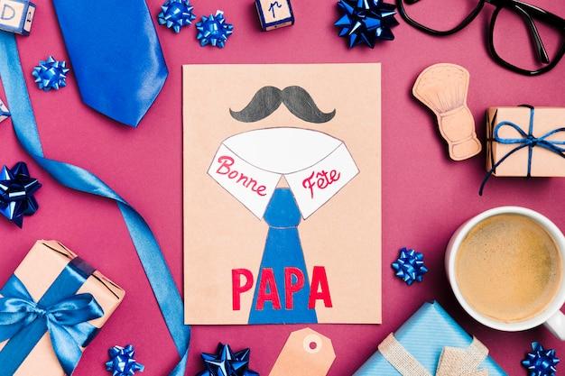 Bovenaanzicht vaderdag tekenen met cadeautjes Gratis Foto