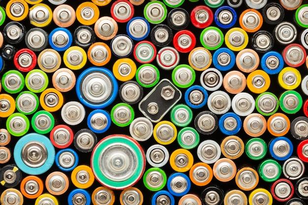 Bovenaanzicht van afval van batterijvervuiling Gratis Foto