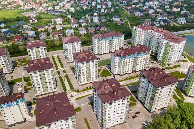 Bovenaanzicht van appartement hoge gebouwen Premium Foto