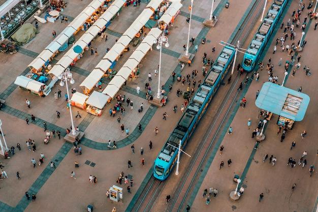 Bovenaanzicht van ban jelacic square in zagreb, kroatië Gratis Foto