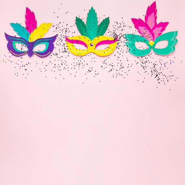 Bovenaanzicht van carnaval maskers met glitter Gratis Foto
