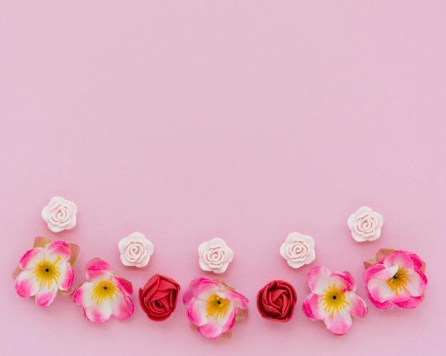 Bovenaanzicht van de lente rozen met kopie ruimte Gratis Foto