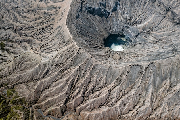 Bovenaanzicht van een vulkaankrater Gratis Foto