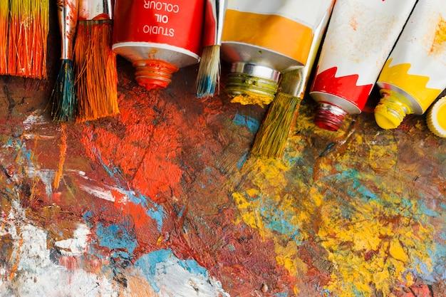 Bovenaanzicht van gekleurde verf en abstracte schilderkunst Gratis Foto