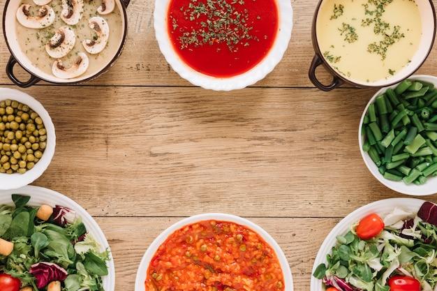 Bovenaanzicht van gerechten met soepen en kopie ruimte Gratis Foto
