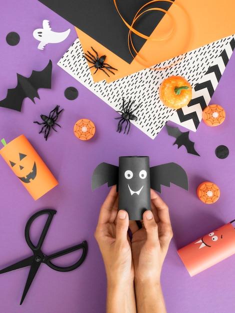 Bovenaanzicht van handgemaakte halloween-arrangementen Gratis Foto