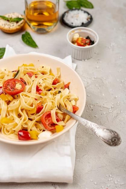 Bovenaanzicht van heerlijke italiaanse pasta Gratis Foto