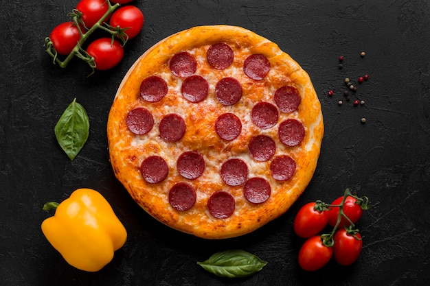 Bovenaanzicht van heerlijke pizza concept Gratis Foto