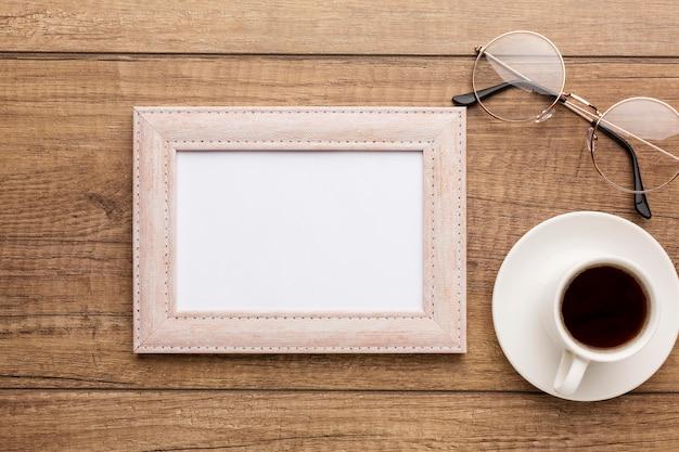 Bovenaanzicht van houten frame met kopie ruimte Gratis Foto
