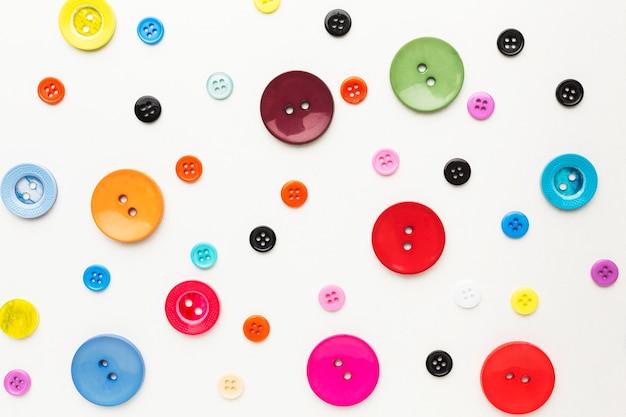Bovenaanzicht van kleurrijke knoppen Premium Foto