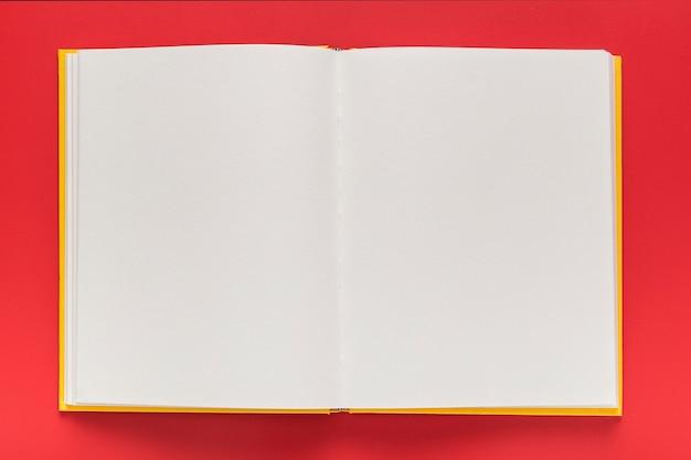 Bovenaanzicht van lege menuboek Gratis Foto