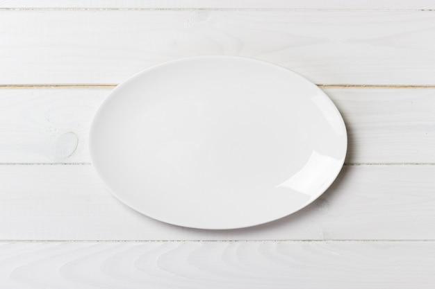 Bovenaanzicht van lege witte voedselplaat Premium Foto