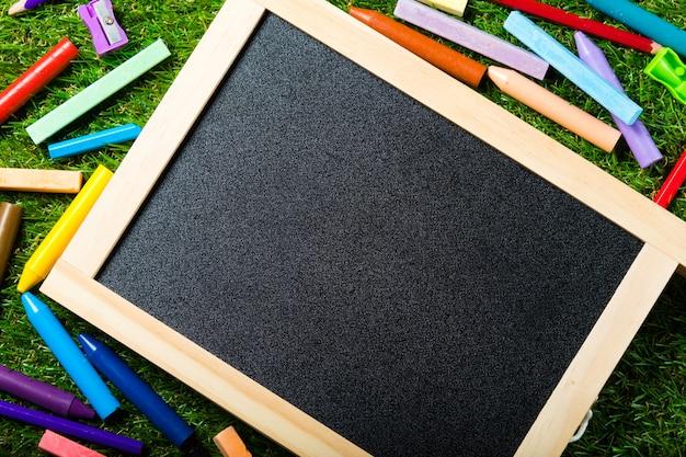 Bovenaanzicht van mini schoolbord Premium Foto
