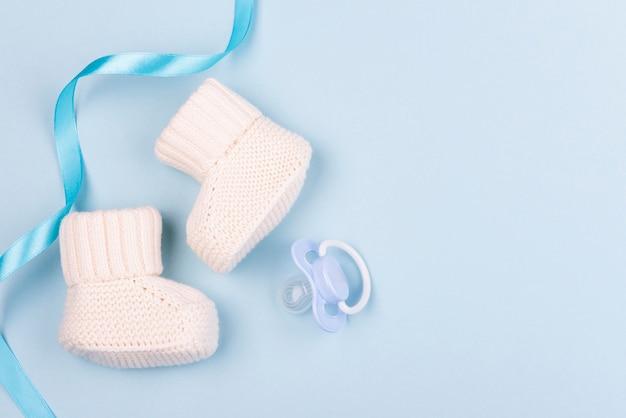 Bovenaanzicht van mooie gebreide sokken Gratis Foto
