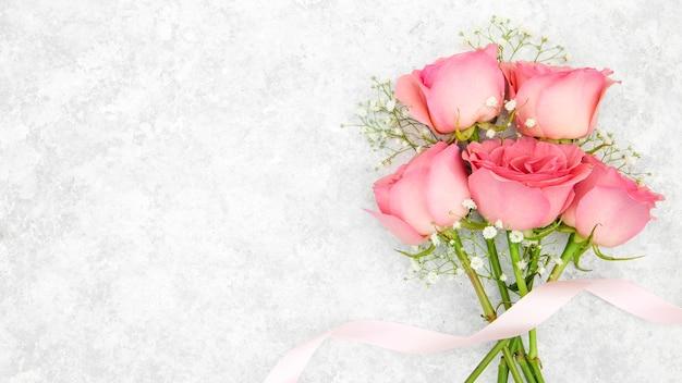 Bovenaanzicht van roze rozen boeket Gratis Foto