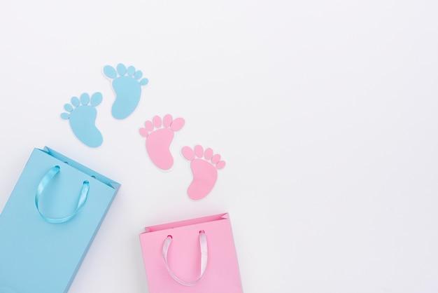Bovenaanzicht van schattige kleine baby accessoires met kopie ruimte Gratis Foto