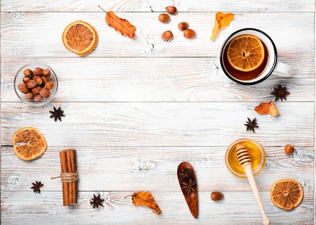 Bovenaanzicht van seizoensgebonden thee arrangement Gratis Foto