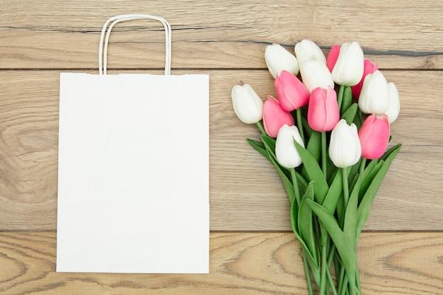 Bovenaanzicht van tulpenboeket met kopie ruimte Gratis Foto