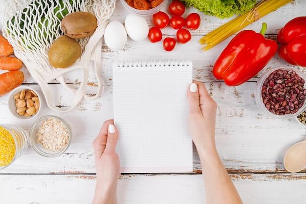 Bovenaanzicht van voedsel concept met kopie ruimte Gratis Foto