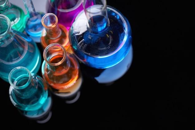 Bovenaanzicht van wetenschappelijke experimenten Gratis Foto