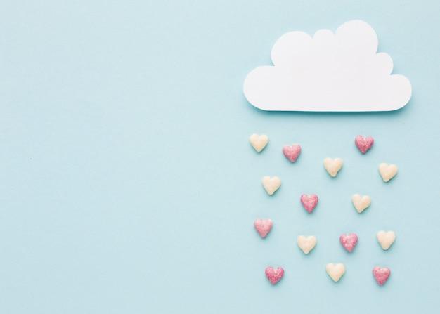 Bovenaanzicht van wolk met valentijnsdag harten Gratis Foto