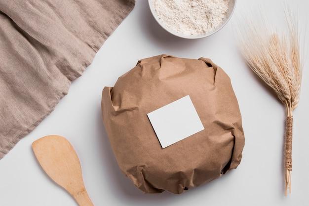 Bovenaanzicht verpakt rond brood Gratis Foto
