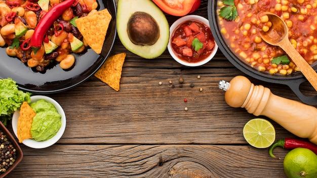 Bovenaanzicht vers mexicaans eten klaar om te worden geserveerd Gratis Foto